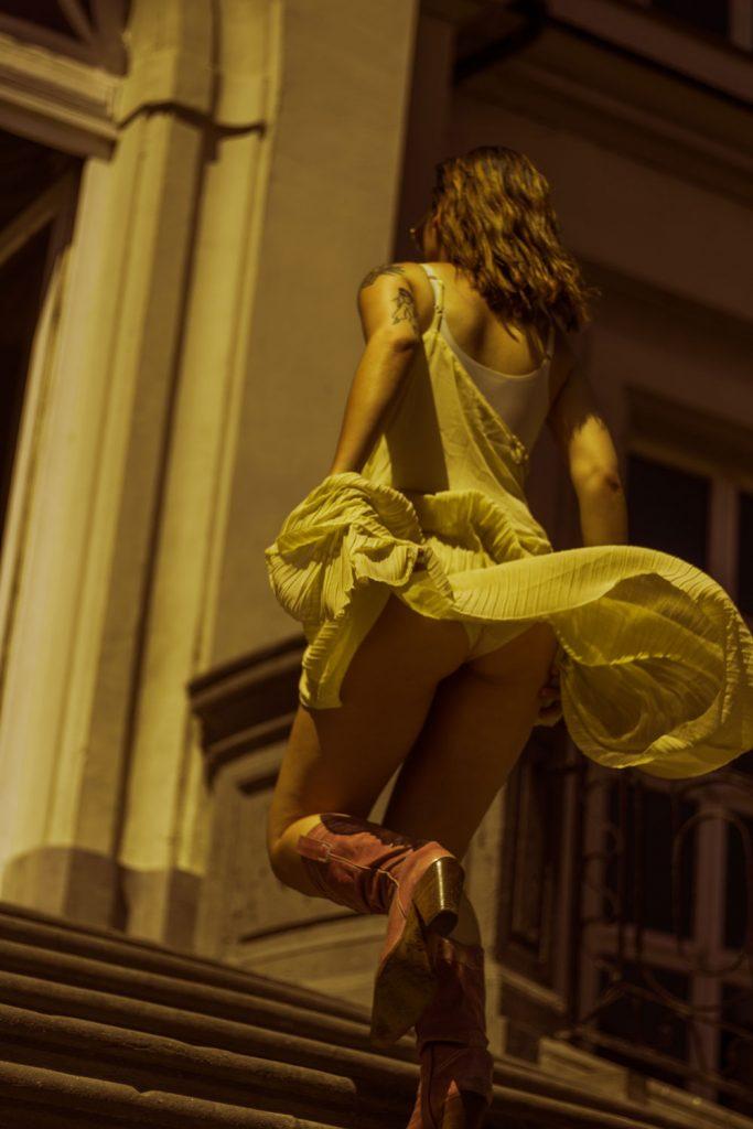 Editorial: Chateau de Chantelle feat. Christina De Witte in a Baum und Pferdgarten dress